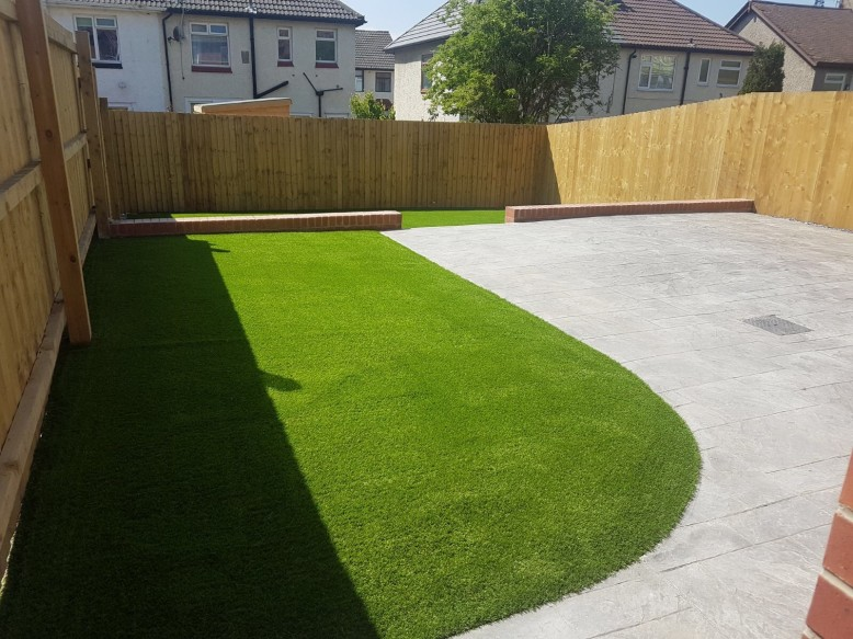 Pattern imprinted with artifical grass