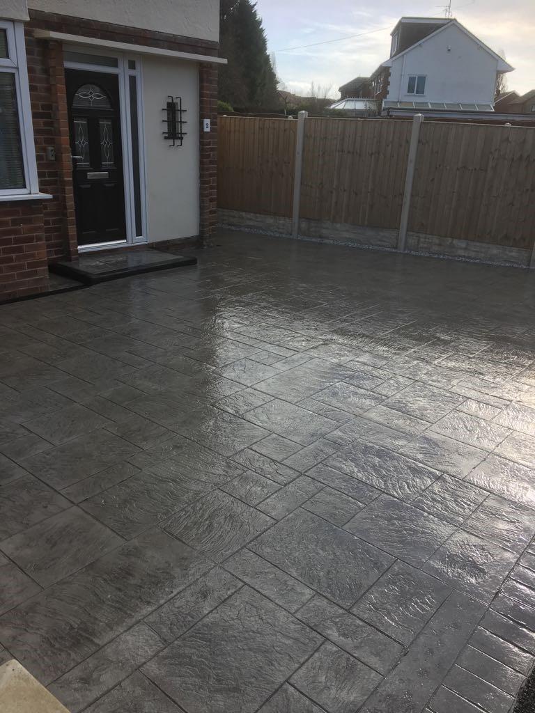 MH Pattern & Print- Pattern imprinted concrete driveway.